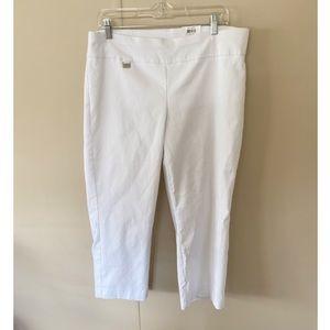 NWT Alfani White Capri Pants Size 22W